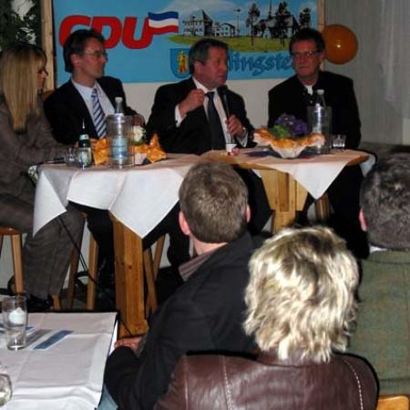 Unser Bundestagsabgeordneter Ingbert Liebing mit dem Landtagsabgeordneten Hans-Jörn Arp und unserem Bürgermeister Karsten Jasper im Gespräch